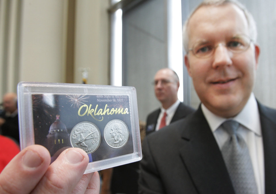 Photo - STATE QUARTER, COIN: Oklahoma Governor Brad Henry holds a proof set of the  new Oklahoma quarter at the unveiling ceremony at the State History Center , Monday, January 28, 2008.   BY DAVID MCDANIEL, THE OKLAHOMAN    ORG XMIT: KOD