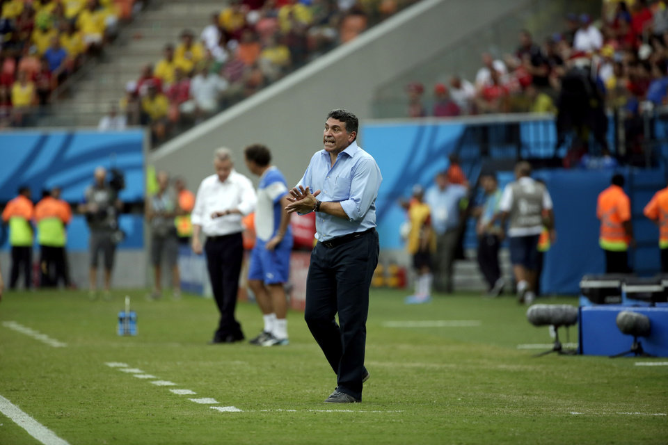 Photo - Honduras' head coach Luis Suarez instructs his players from the sideline during the group E World Cup soccer match between Honduras and Switzerland at the Arena da Amazonia in Manaus, Brazil, Wednesday, June 25, 2014. (AP Photo/Felipe Dana)