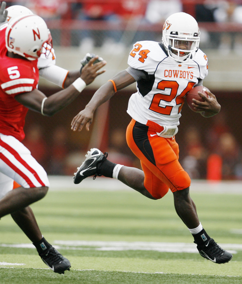 Photo - Kendall Hunter runs for a touchdown in the second quarter of the college football game between Oklahoma State University (OSU) and the University of Nebraska at Memorial Stadium in Lincoln, Neb., on Saturday, Oct. 13, 2007. By Bryan Terry, The Oklahoman    ORG XMIT: KOD