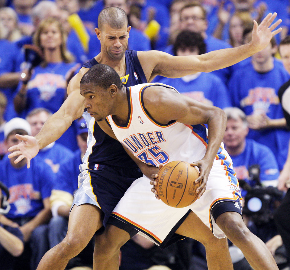 Photo - OKLAHOMA CITY ARENA / PLAYOFFS: Shane Battier (31) of Memphis defends Oklahoma City's Kevin Durant (35) in the second half during game 7 of the NBA basketball Western Conference semifinals between the Memphis Grizzlies and the Oklahoma City Thunder at the OKC Arena in Oklahoma City, Sunday, May 15, 2011. The Thunder won, 105-90. Photo by Nate Billings, The Oklahoman ORG XMIT: KOD