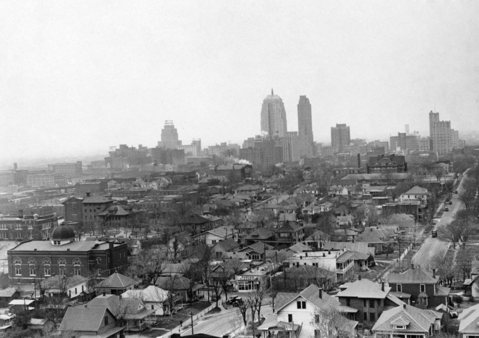 OKLAHOMA CITY / SKY LINE / OKLAHOMA:  No caption.  Photo undated and unpublished.  Photo arrived in library on 04/09/1935.
