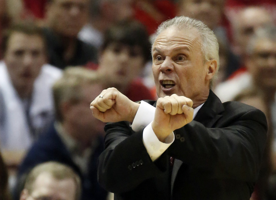 Photo - Wisconsin head coach Bo Ryan protests a call to the officials during the first half of a third-round game against the Oregon of the NCAA college basketball tournament Saturday, March 22, 2014, in Milwaukee. (AP Photo/Jeffrey Phelps)