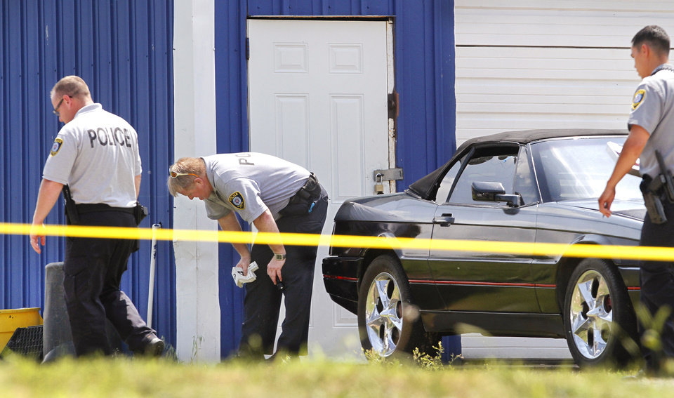 Photo - 900 block of SW 27 (near Western)  Monday, April 30, 2012.  Crime scene technicians and detectives investigate shooting scene.   Photo by Jim Beckel, The Oklahoman