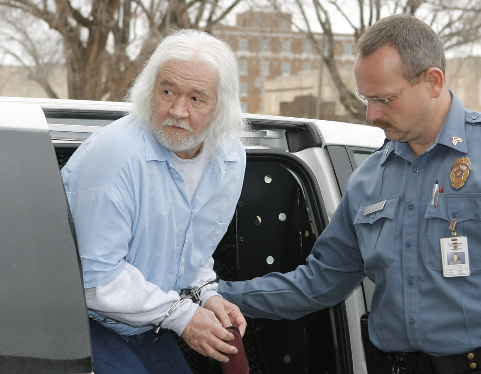 RANDOLPH FRANKLIN DIAL: Randolph Dial arriving at the Greer County Courthouse, in Mangum, for his sentencing for his 1994 escape, Thursday, February 1, 2007. BY DAVID MCDANIEL, THE OKLAHOMAN. ORG XMIT: KOD