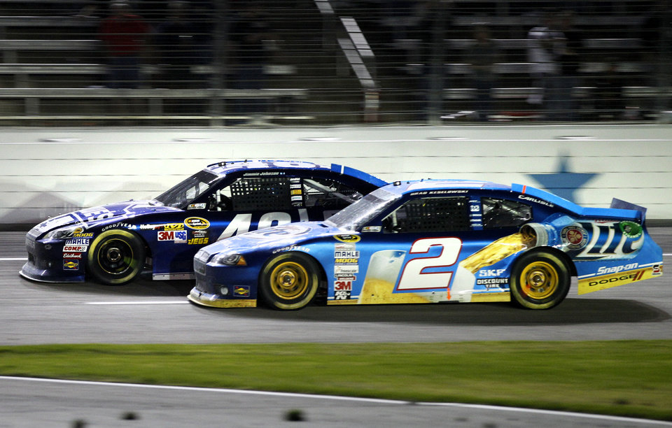Photo -   Brad Keselowski (2) and Jimmie Johnson (48) compete down the front stretch on the final laps of the NASCAR Sprint Cup Series auto race at Texas Motor Speedway, Sunday, Nov. 4, 2012, in Fort Worth, Texas. Johnson won the race. (AP Photo/Tony Gutierrez)