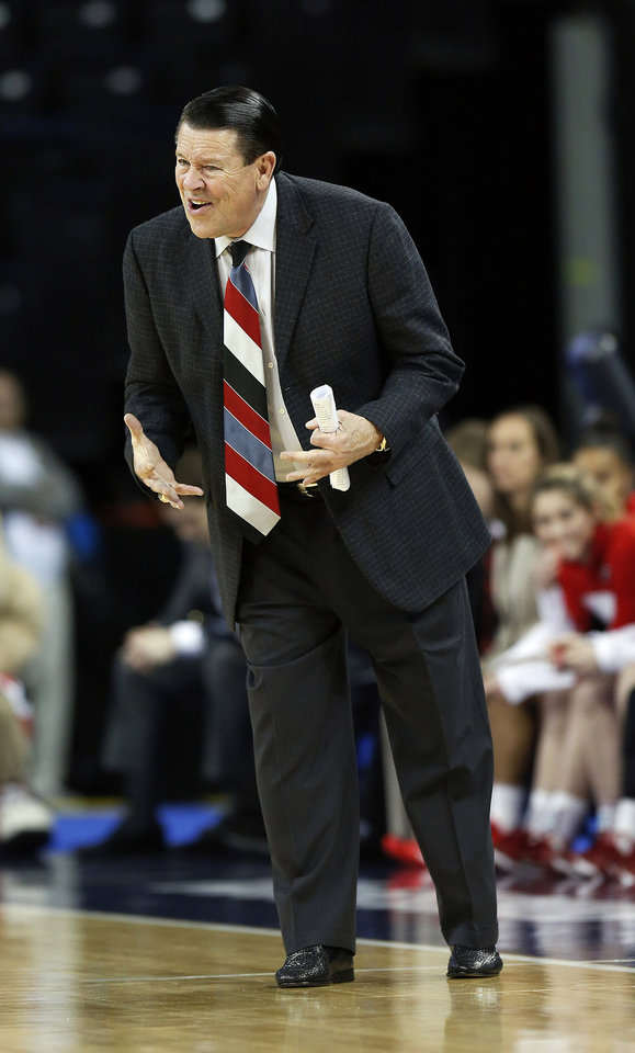 Photo - Georgia head coach Andy Landers talks with one of his players in the first half of a second-round women's Southeastern Conference tournament NCAA college basketball game against Vanderbilt, Thursday, March 6, 2014, in Duluth, Ga. (AP Photo/John Bazemore)