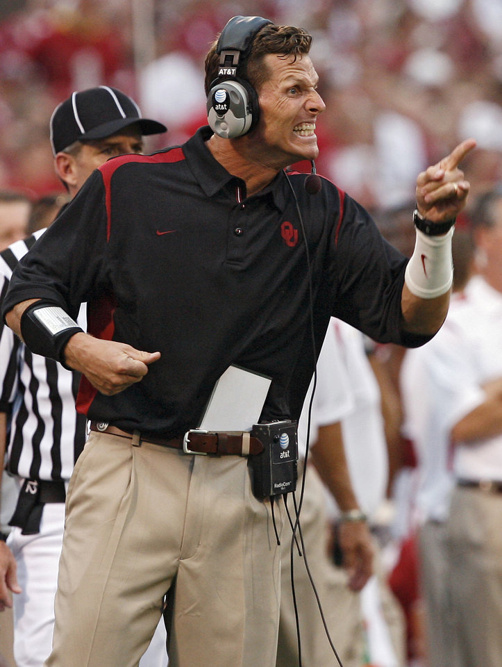 Photo - Oklahoma's defensive coordinator Brent Venables yells at his defensive unit during the first half of the college football game between the University of Oklahoma Sooners (OU) and University of Tennessee-Chattanooga Mocs (UTC) at the Gaylord Family -- Oklahoma Memorial Stadium on Saturday, Aug. 30, 2008, in Norman, Okla.   Staff Photo by Sarah Phipps/The Oklahoman
