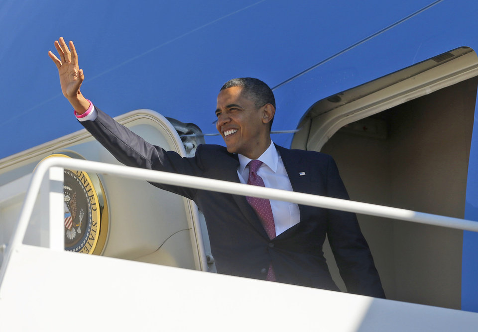 Photo -   President Barack Obama waves as he boards Air Force One at Andrews Air Force Base, Md., Monday, Oct. 22, 2012, enroute to Boca Raton, Fla., and the last presidential debate against Republican presidential candidate, former Massachusetts Gov. Mitt Romney. (AP Photo/Pablo Martinez Monsivais)