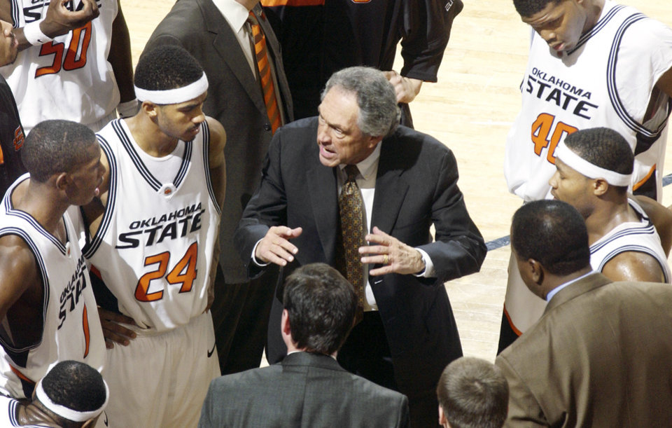 Photo - OSU head coach Eddie Sutton talks to the team during a timeout in the second half of the Oklahoma State University vs Arkansas State college basketball game at Gallagher-Iba Arena in Stillwater, Okla., Friday, December 31, 2005. By Matt Strasen /The Oklahoman ---FOR POSSIBLE FEATURE---