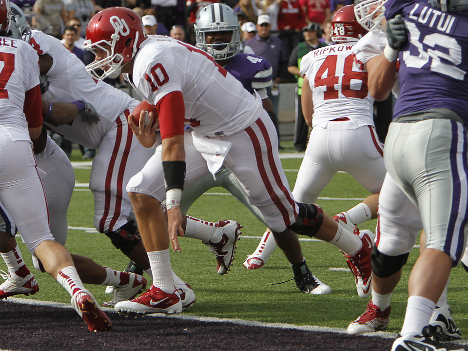 Oklahoma Sooners' Blake Bell (10) runs in the end zone for a touchdown during the college football game between the University of Oklahoma Sooners (OU) and the Kansas State University Wildcats (KSU) at Bill Snyder Family Stadium on Sunday, Oct. 30, 2011. in Manhattan, Kan. Photo by Chris Landsberger, The Oklahoman  ORG XMIT: KOD