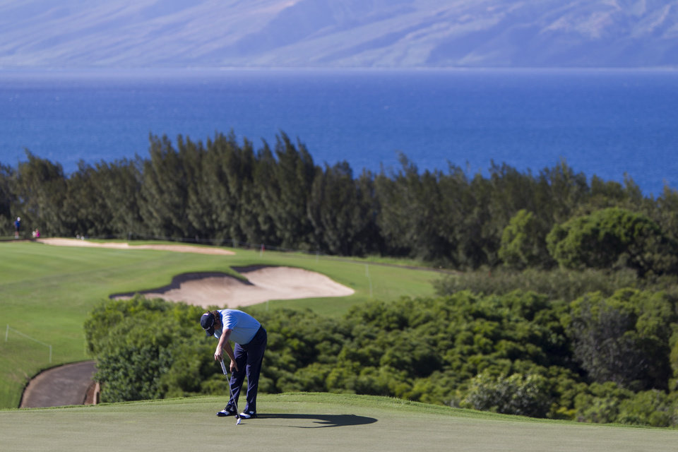 Photo - Jason Dufner reacts to a missed putt on the 13th green during the third round of the Tournament of Champions golf tournament, Sunday, Jan. 5, 2014, in Kapalua, Hawaii.  (AP Photo/Marco Garcia)