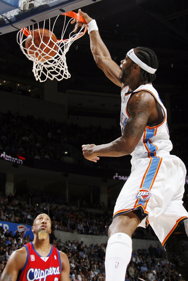 Photo - Chris Wilcox of the Thunder dunks the ball as Brian Skinner of the Clippers watches in the first half of the NBA basketball game between the Oklahoma City Thunder and the Los Angeles Clippers at the Ford Center in Oklahoma City, Wednesday, Nov. 19, 2008. BY NATE BILLINGS, THE OKLAHOMAN
