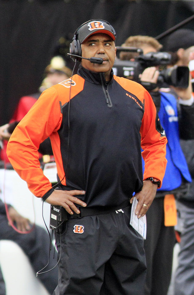 Photo - Cincinnati Bengals head coach Marvin Lewis looks on from the sideline in the first half of an NFL wild-card playoff football game against the San Diego Chargers, Sunday, Jan. 5, 2014, in Cincinnati. (AP Photo/Tom Uhlman)
