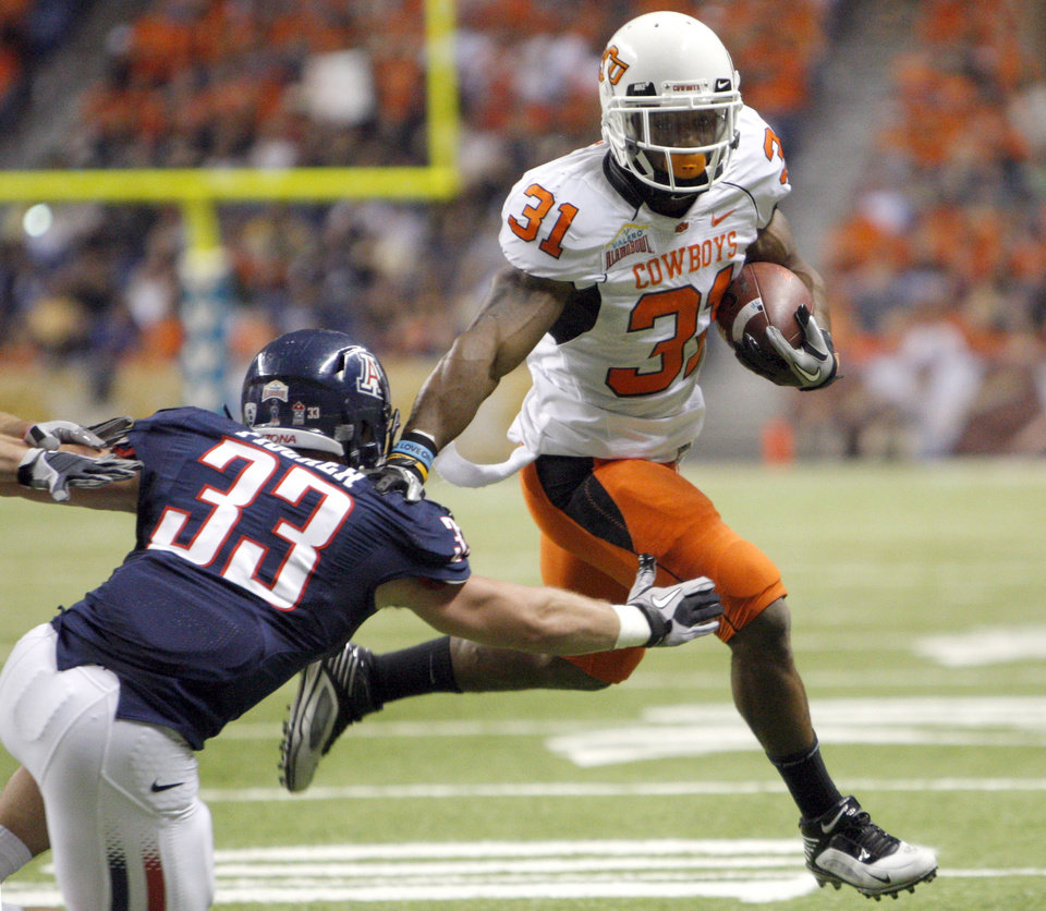 Photo - Oklahoma State's Jeremy Smith (31) gets by Arizona's Jake Fischer (33)  on his way to a touchdown during the Valero Alamo Bowl college football game between the Oklahoma State University Cowboys (OSU) and the University of Arizona Wildcats at the Alamodome in San Antonio, Texas, Wednesday, December 29, 2010. Photo by Sarah Phipps, The Oklahoman