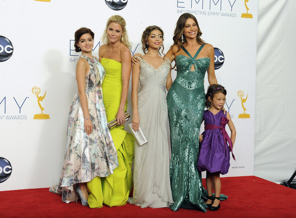 Photo -   From left, actresses Ariel Winter, Julie Bowen, Sarah Hyland, Sofia Vergara, and Aubrey Anderson-Emmons, from the Outstanding Comedy Series award-winning series