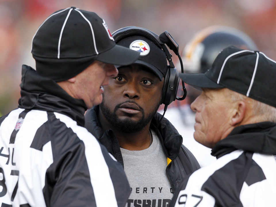 Photo -   Pittsburgh Steelers head coach Mike Tomlin listens to head linesman Jim Howey (37), left, and side judge Tom Hill (97) in the first quarter of an NFL football game against the Cleveland Browns Sunday, Nov. 25, 2012, in Cleveland. (AP Photo/Ron Schwane)
