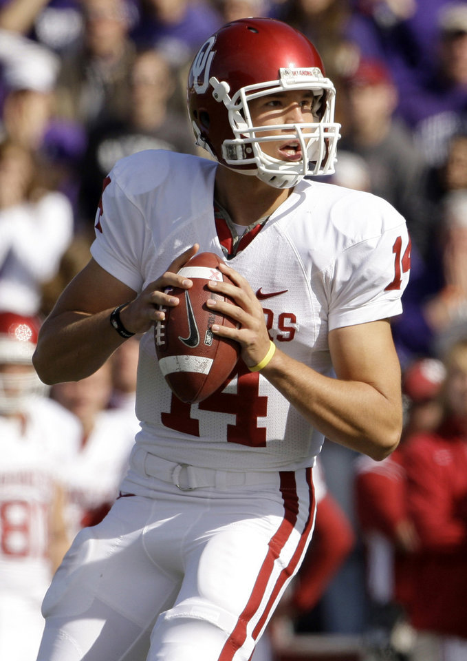 Photo - ** FILE **     OU: In this Oct. 25, 2008 file photo, University of Oklahoma quarterback Sam Bradford drops back to pass the ball during the first quarter of an NCAA college football game against Kansas State in Manhattan, Kan.  Bradford was selected as the Heisman Trophy winner on Saturday, Dec. 13, 2008. (AP Photo/Charlie Riedel, File) ORG XMIT: NY159