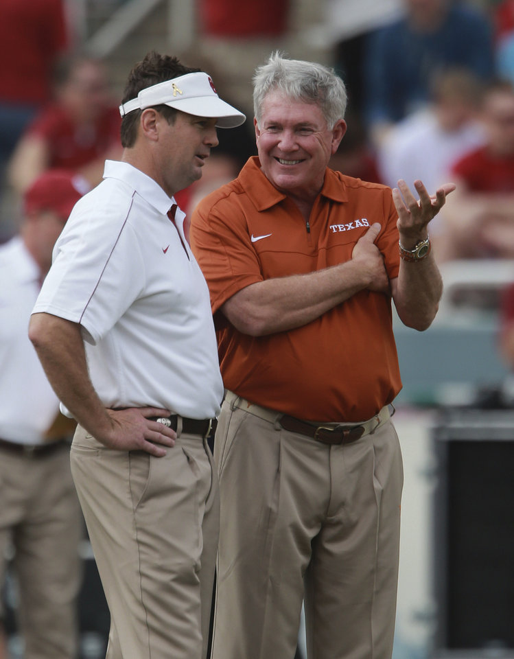 Photo -   Texas head coach Mack Brown, right, and Oklahoma head coach Bob Stoops chat before their NCAA college football game at the Cotton Bowl Saturday, Oct. 13, 2012, in Dallas. (AP Photo/Michael Mulvey)