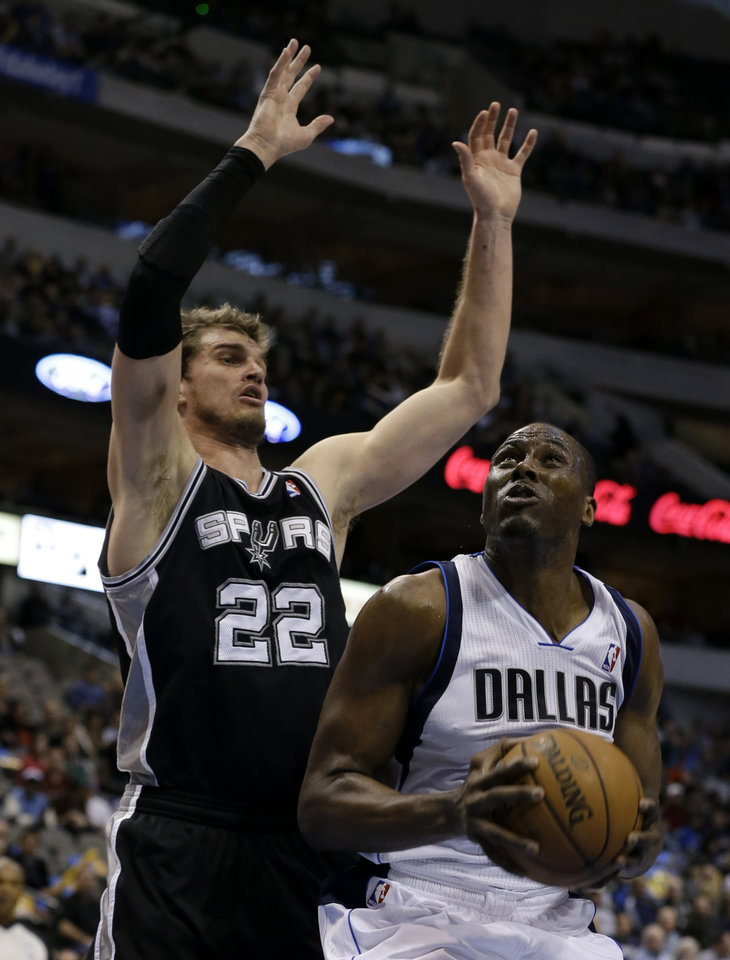 San Antonio Spurs' Tiago Splitter (22), of Brazil, defends as Dallas Mavericks' Elton Brand, looks for an opportunity to the basket in the first half of an NBA basketball game on Friday, Jan. 25, 2013, in Dallas. (AP Photo/Tony Gutierrez)