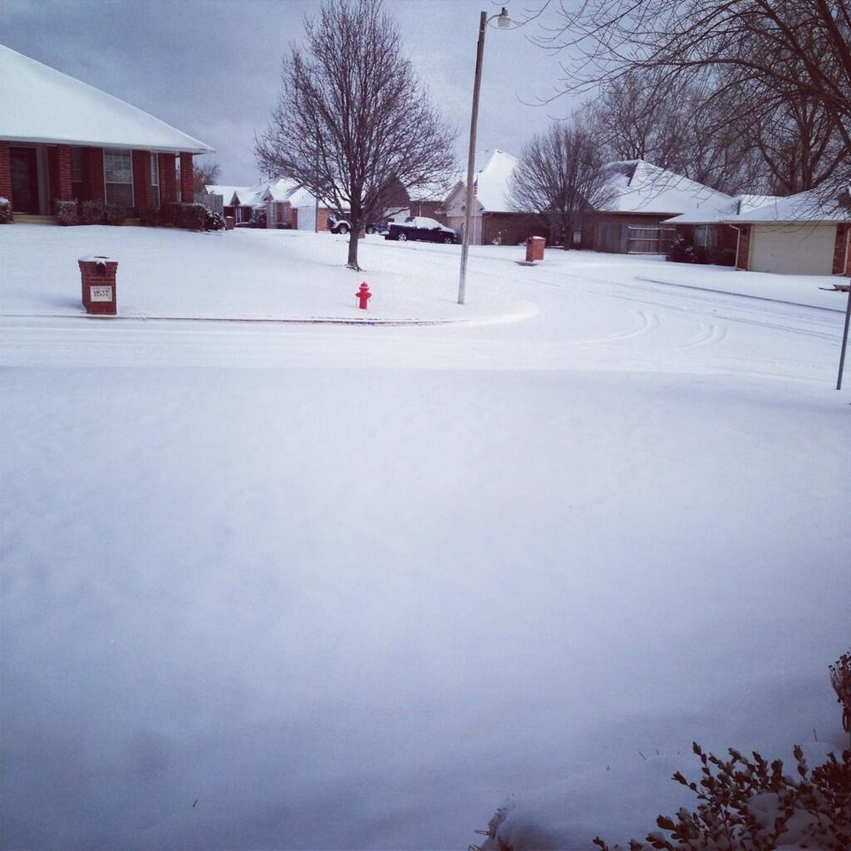 Photo - Snow in Midwest City/Choctaw - Photo via @1bzmomma on Twitter