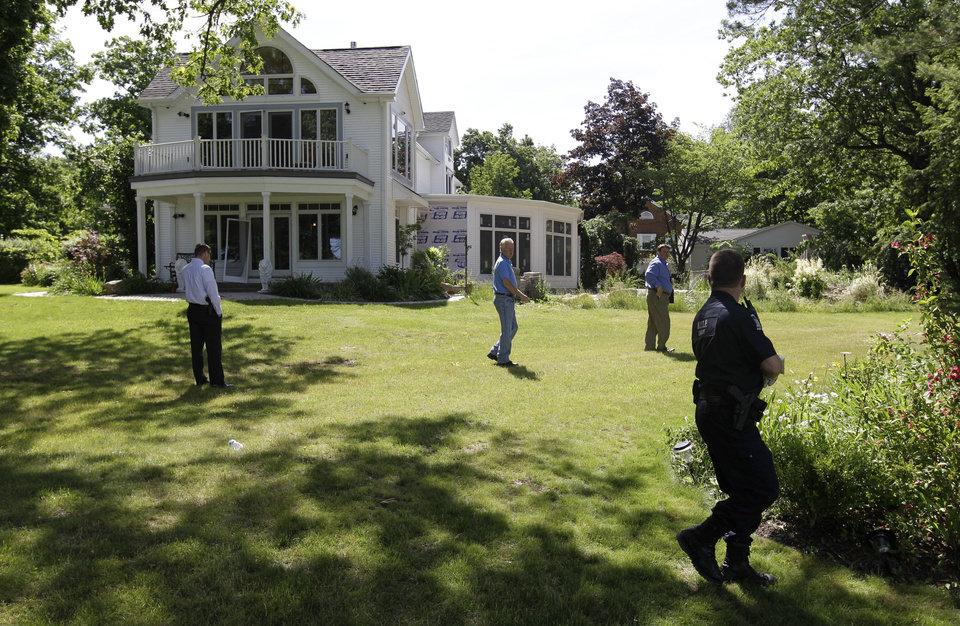 Photo -   Law enforcement officers search the at home of Dr. Timothy Jorden in Hamburg, N.Y., Thursday, June 14, 2012. Jorden is sought in connection with the hospital shooting death of his ex-girlfriend at Erie County Medical Center in Buffalo, N.Y. on Wednesday. (AP Photo/David Duprey)