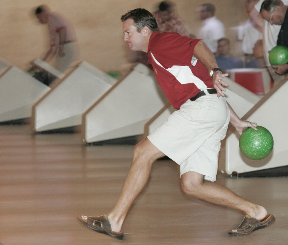 Photo - 8/1/05  Oklahoman staff photo by Doug Hoke.8/1/05     UNIVERSITY OF OKLAHOMA: OU Media Appreciation Day at Sooner Bowling Center in Norman. OU head football coach Bob Stoops approaches the lane for his ball release. Oklahoman staff photo by Doug Hoke.