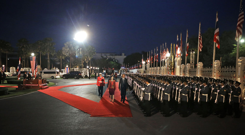 Photo -   U.S. President Barack Obama, right on red carpet, and Thai Prime Minister Yingluck Shinawatra, left on red carpet, attend the arrival ceremony at Thai Government House in Bangkok, Thailand, Sunday, Nov. 18, 2012. (AP Photo/Pablo Martinez Monsivais)