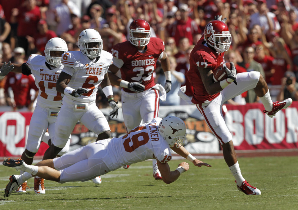 Oklahoma's Mossis Madu (17) runs a kick past Texas kicker Justin Tucker (19) in the first half of the Red River Rivalry college football game between the University of Oklahoma Sooners (OU) and the University of Texas Longhorns (UT) at the Cotton Bowl on Saturday, Oct. 2, 2010, in Dallas, Texas.   Photo by Chris Landsberger, The Oklahoman ORG XMIT: KOD