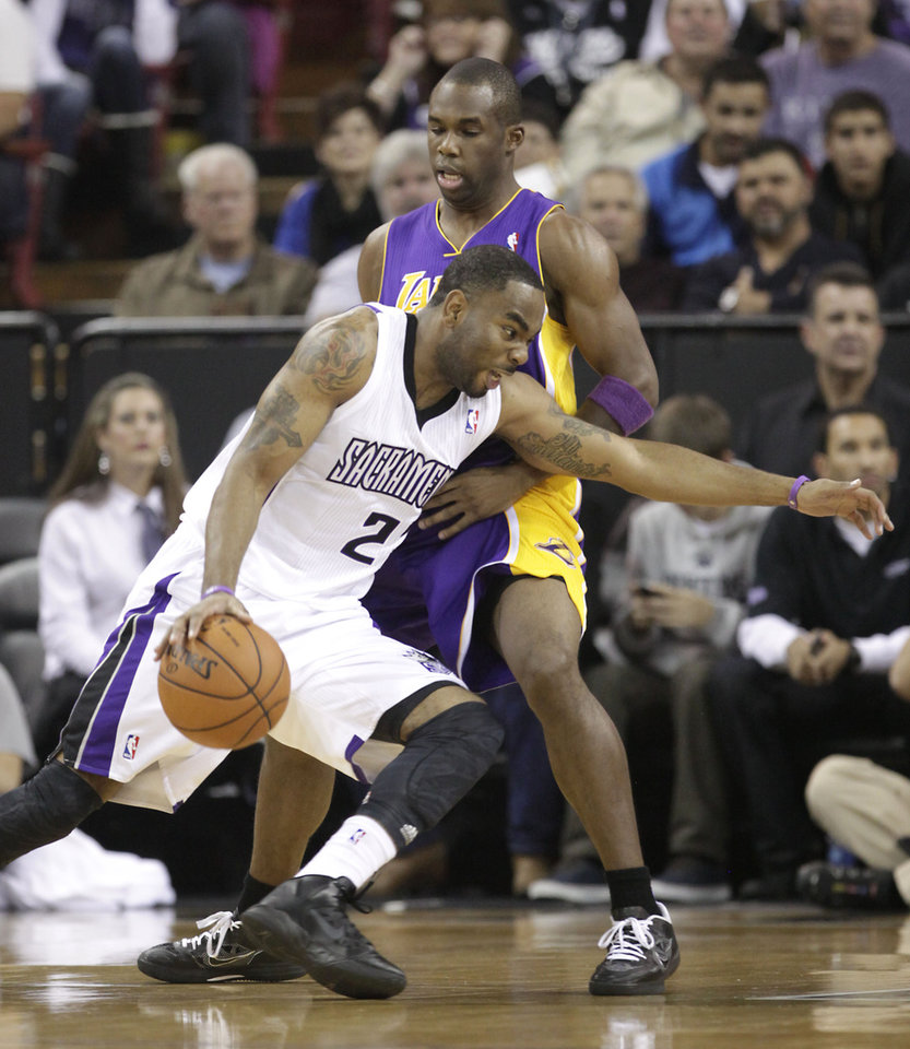Photo -   Sacramento Kings guard Marcus Thornton drives against Los Angeles Lakers guard Jodie Meeks during the first quarter of an NBA basketball game in Sacramento, Calif., Wednesday, Nov. 21, 2012. (AP Photo/Rich Pedroncelli)