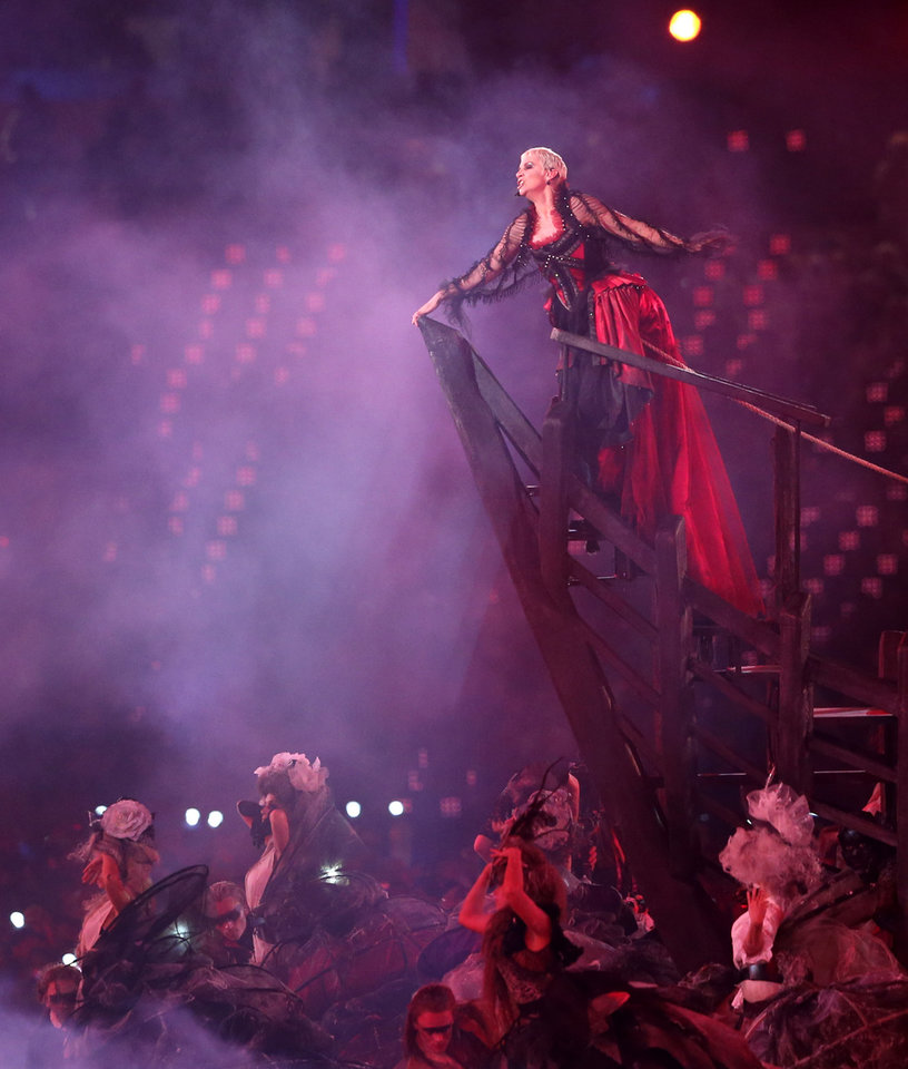 Photo -   British singer Annie Lennox performs