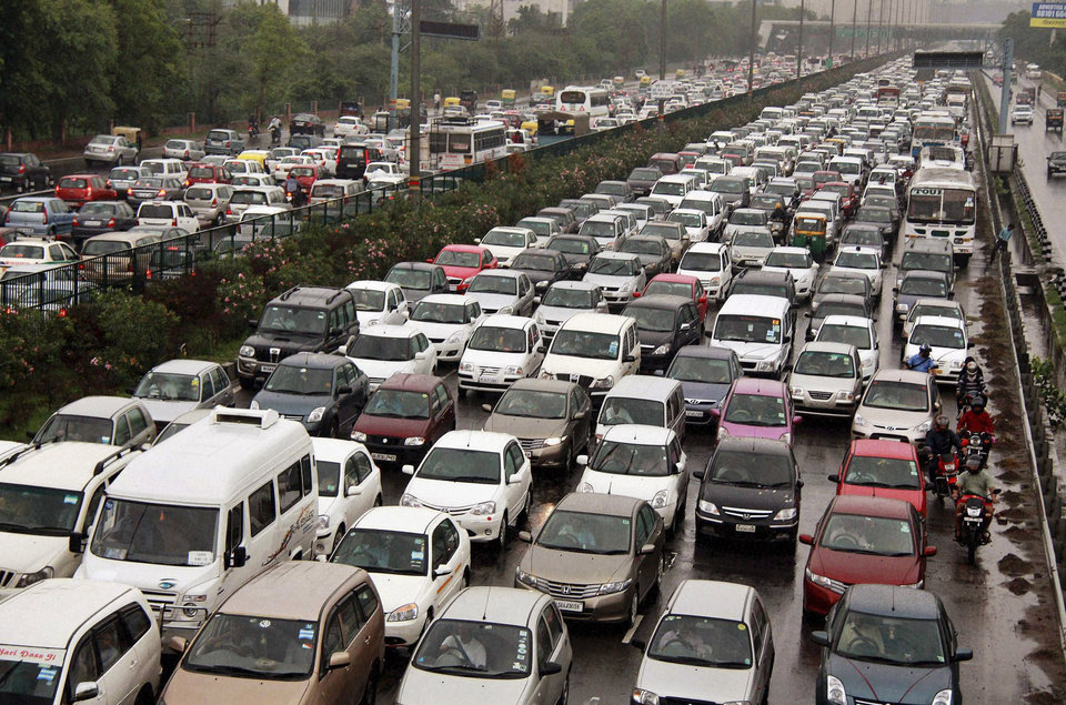 Photo -   A traffic jam following power outage and rains at the Delhi-Gurgaon road on the outskirts of New Delhi, India, Tuesday, July 31, 2012. India's energy crisis cascaded over half the country Tuesday when three of its regional grids collapsed, leaving 620 million people without government-supplied electricity in one of the world's biggest-ever blackouts. (AP Photo)