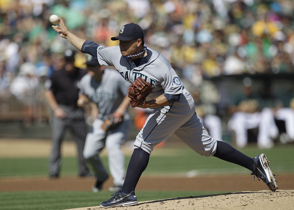 Photo -   Seattle Mariners' Erasmo Ramirez works against the Oakland Athletics in the first inning of a baseball game Sunday, Sept. 30, 2012, in Oakland, Calif. (AP Photo/Ben Margot)