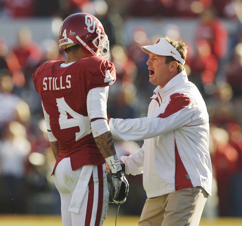 Photo - Kenny Stills (4) is reprimanded head coach Bob Stoops after his celebration penalty following a touchdown catch during the first half of the college football game between the University of Oklahoma Sooners (OU) and the Texas Tech Red Raiders (TTU) at the Gaylord Family Memorial Stadium on Saturday, Nov. 13, 2010, in Norman, Okla.  Photo by Steve Sisney, The Oklahoman