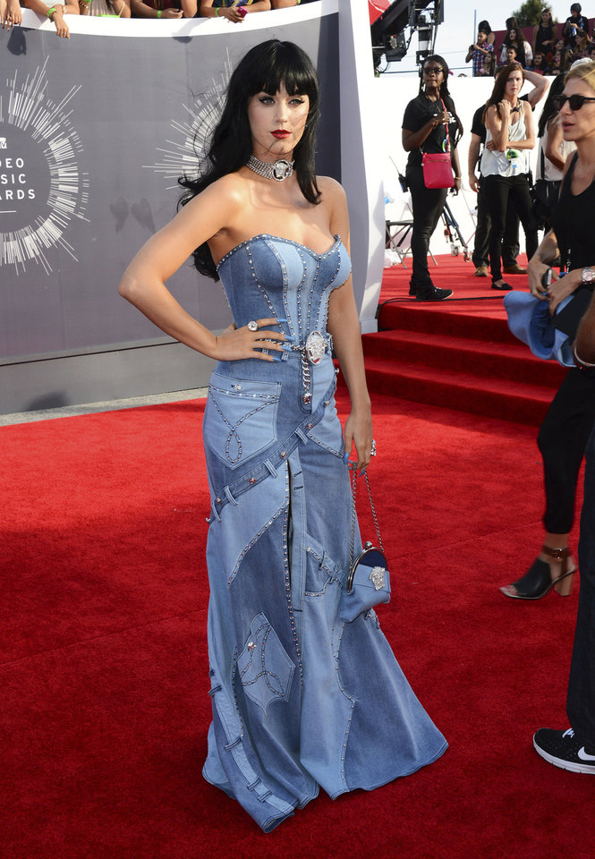 Photo - Katy Perry arrives at the MTV Video Music Awards at The Forum on Sunday, Aug. 24, 2014, in Inglewood, Calif. (Photo by Jordan Strauss/Invision/AP)
