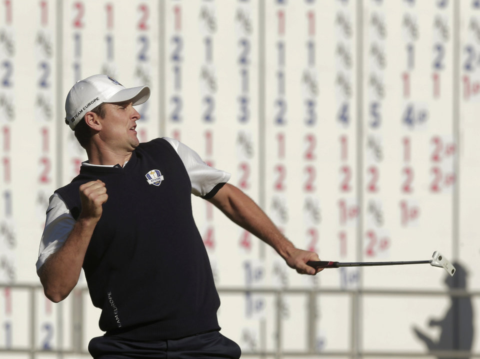 Europe's Justin Rose reacts after defeating USA's Phil Mickelson on the 18th hole during a singles match at the Ryder Cup PGA golf tournament Sunday, Sept. 30, 2012, at the Medinah Country Club in Medinah, Ill. (AP Photo/Charlie Riedel)  ORG XMIT: PGA165