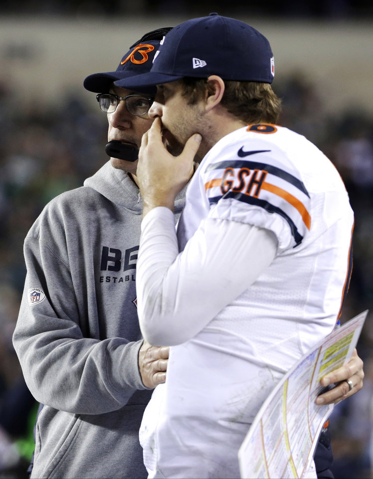 Photo - Chicago Bears head coach Marc Trestman, left, embraces Jay Cutler on the sidelines during the second half of an NFL football game, Sunday, Dec. 22, 2013, in Philadelphia. (AP Photo/Matt Rourke)