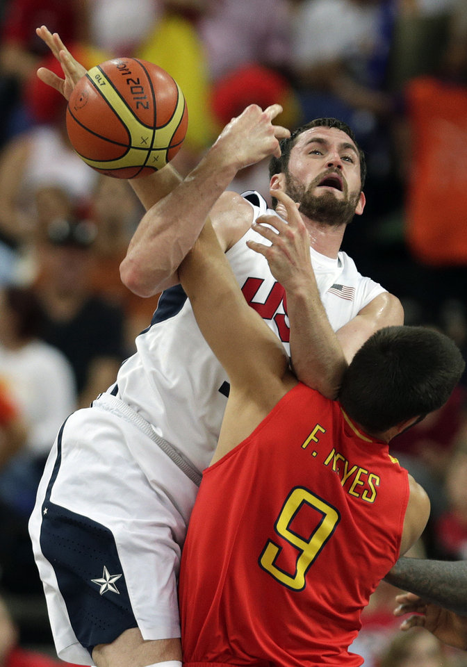 Spain's Felipe Reyes knocks the ball away from United States' Kevin Love during the men's gold medal basketball game at the 2012 Summer Olympics, Sunday, Aug. 12, 2012, in London. (AP Photo/Charles Krupa)