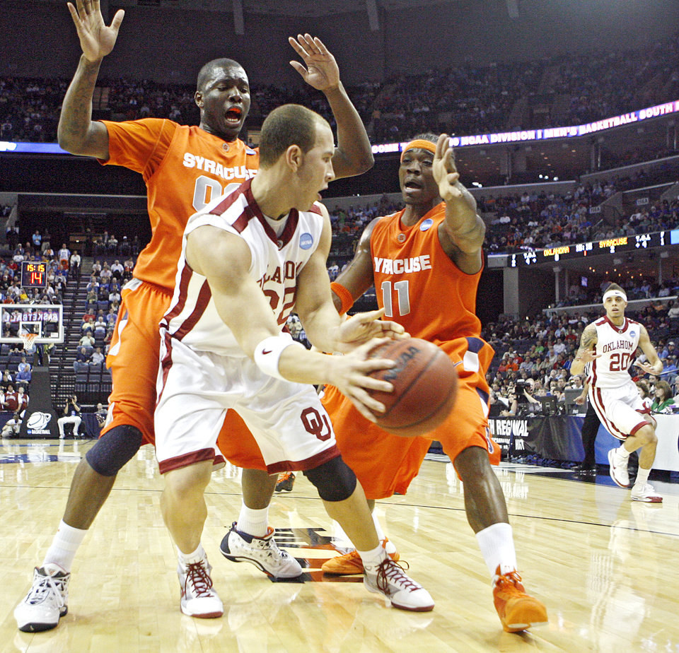 Syracuse's Paul Harris (11) and Rick Jackson (00) defends on Oklahoma's Taylor Griffin (32) who looks to pass the ball to Austin Johnson (20) during the first half of the NCAA Men's Basketball Regional at the FedEx Forum on Friday, March 27, 2009, in Memphis, Tenn.