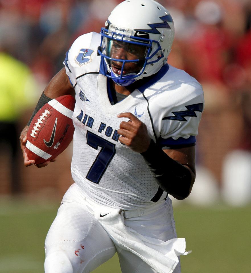 Tim Jefferson of Air Force runs or a touchdown during the second half of the college football game between the University of Oklahoma Sooners (OU) and Air Force (AF) at the Gaylord Family-Oklahoma Memorial Stadium on Saturday, Sept. 18, 2010, in Norman, Okla.   Photo by Bryan Terry, The Oklahoman