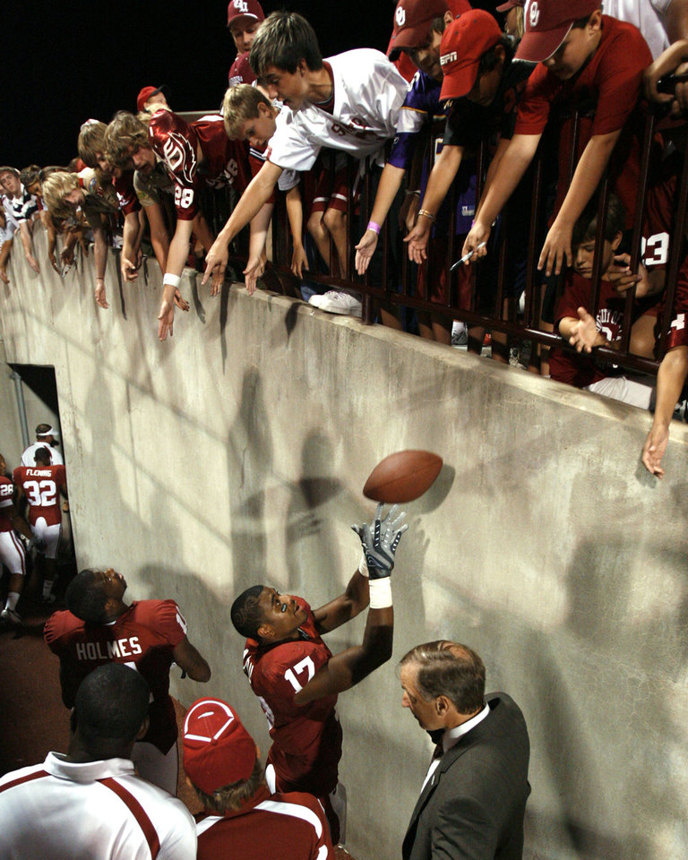 Photo - Moses Madu (17) receives a ball to autograph from fans after the University of Oklahoma Sooners (OU) college football game against the University of North Texas Mean Green (UNT) at the Gaylord Family - Oklahoma Memorial Stadium, on Saturday, Sept. 1, 2007, in Norman, Okla.   By STEVE SISNEY, The Oklahoman