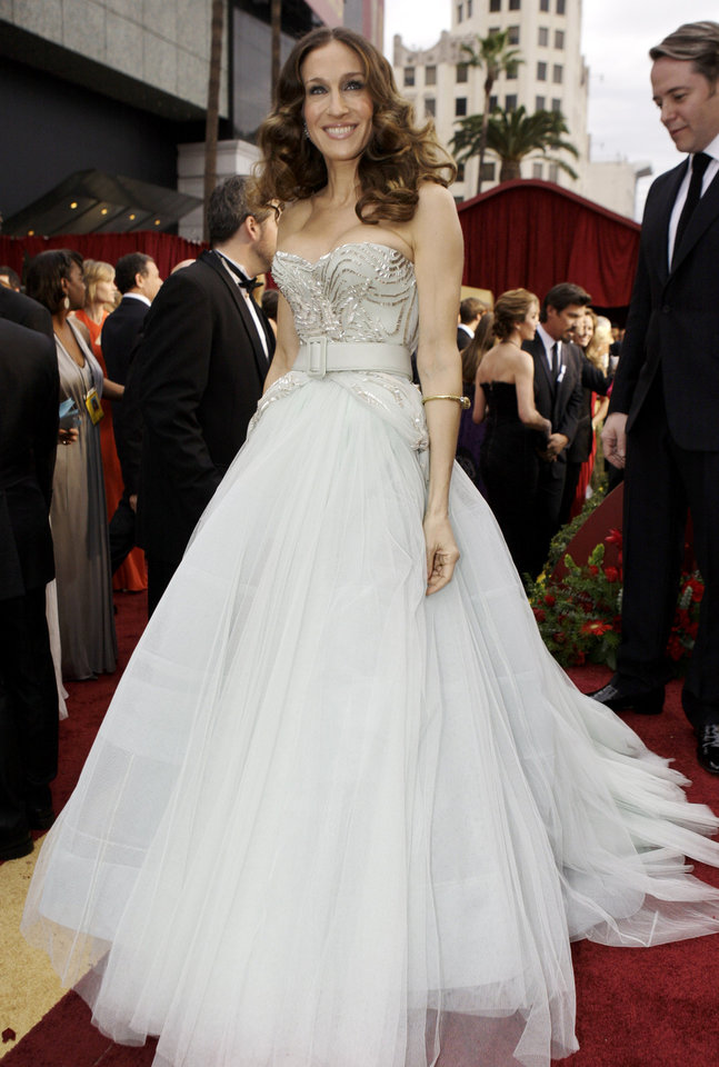 Photo - ** LINDA MILLER'S COMMENTARY: I wonder if she's wearing her glass slippers. I like the dress, even if she is busting out of it.  And the minty green shade was gorgeous.     ** Sarah Jessica Parker arrives for the 81st Academy Awards Sunday, Feb. 22, 2009, in the Hollywood section of Los Angeles. (AP Photo/Amy Sancetta) ORG XMIT: CAKJ110
