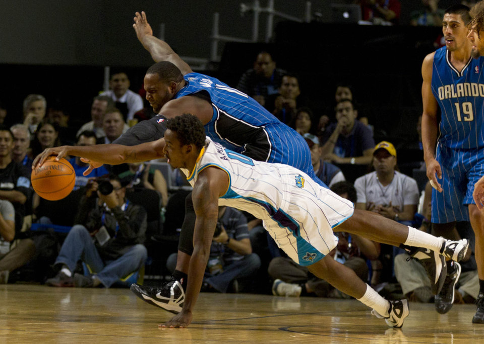 New Orleans Hornets' Robin Lopez, front, and Orlando Magic Glen Davis tussle for control of the ball during a NBA preseason basketball game in Mexico City, Sunday, Oct. 7, 2012. (AP Photo/Eduardo Verdugo)