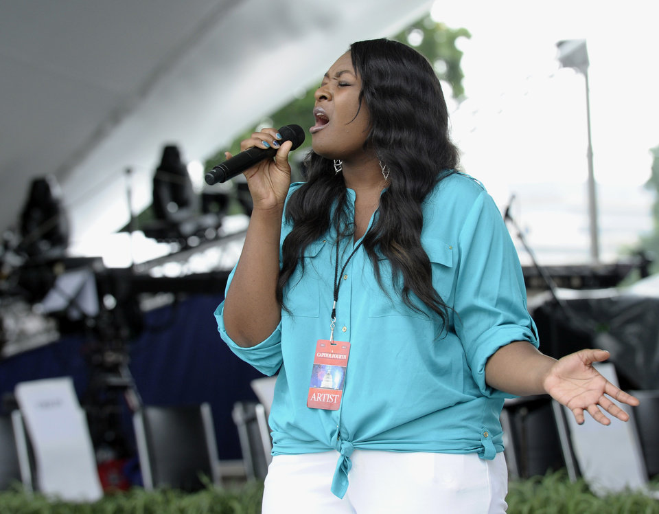 Photo - American Idol 2013 winner Candice Glover sings during a dress rehearsal for PBS's 2013