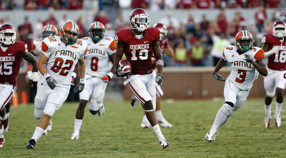 Photo - Justin Brown (19) returns a kick during the first half of the college football game between the University of Oklahoma Sooners (OU) and Florida A&M Rattlers at Gaylord Family—Oklahoma Memorial Stadium in Norman, Okla., Saturday, Sept. 8, 2012. Photo by Steve Sisney, The Oklahoman