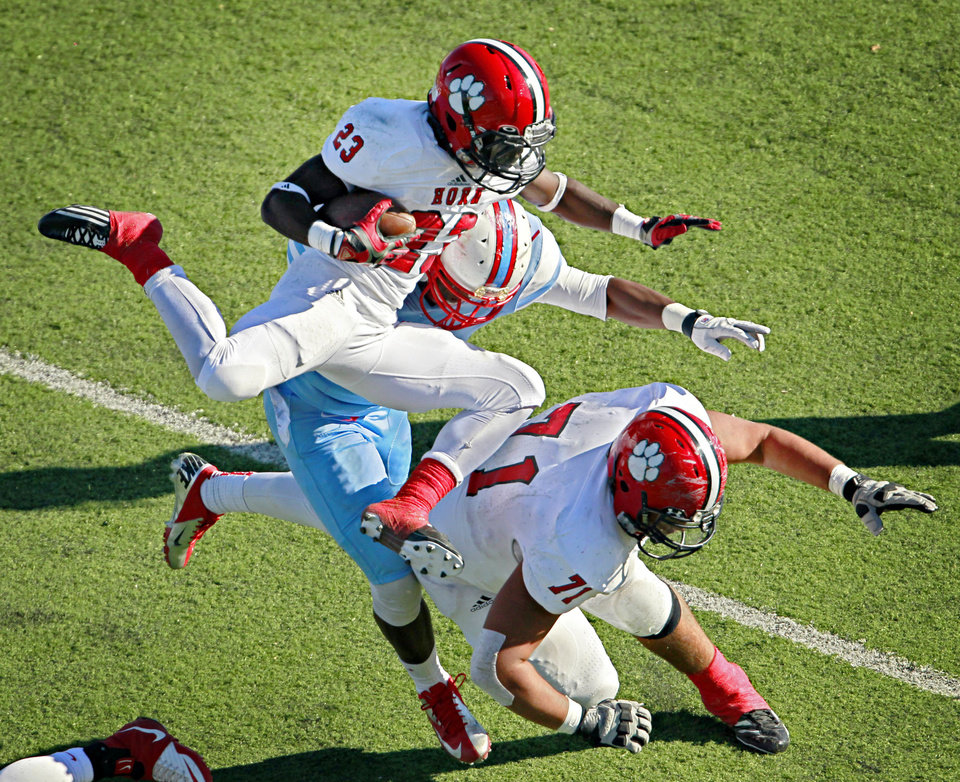Mesquite Horn lineman Jonathan Alvarez (71) blocks as receiver Justyn Oliphant (23) tries to jump past Skyline lineman Marqueavon Jones during the first half of the Raiders' 47-28 Class 5A Division I area-round playoff win Saturday, November 24, 2012 at Wildcat-Ram Stadium in Dallas. PHOTO COURTESY DALLAS MORNING NEWS <strong>G.J. McCarthy</strong>