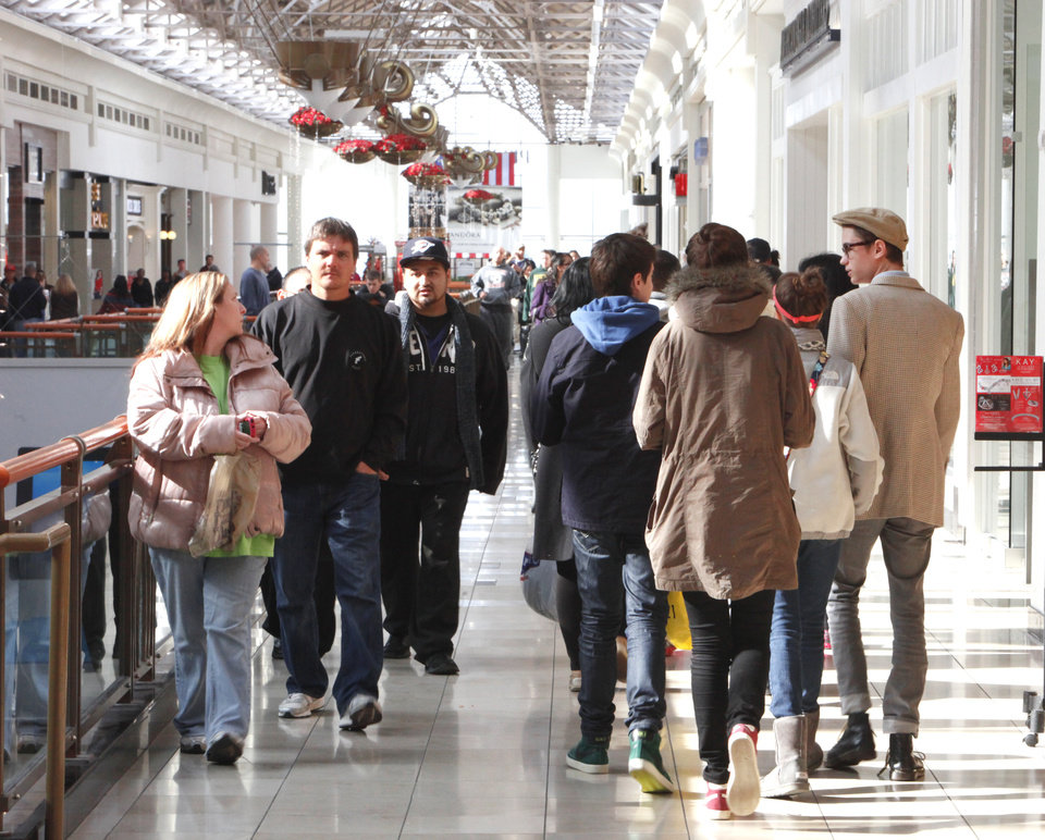 Last Minute Shoppers at Penn Square Mall, Monday, December 24, 2012.  Photo By David McDaniel/The Oklahoman