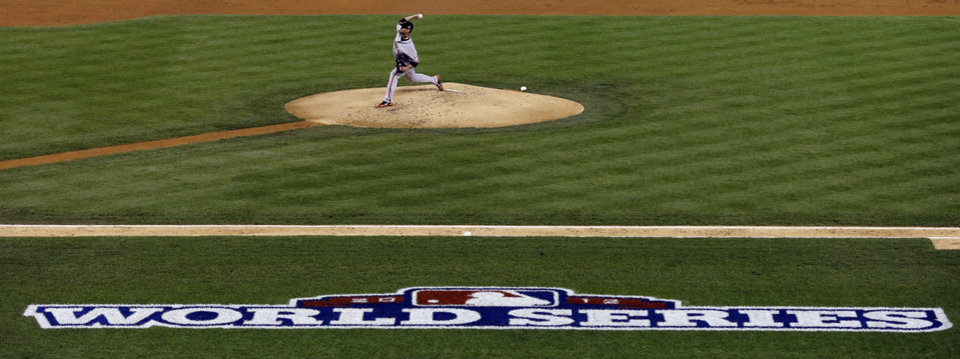 Photo -   San Francisco Giants starting pitcher Ryan Vogelsong throws during the second inning of Game 3 of baseball's World Series against the Detroit Tigers Saturday, Oct. 27, 2012, in Detroit. (AP Photo/Paul Sancya )