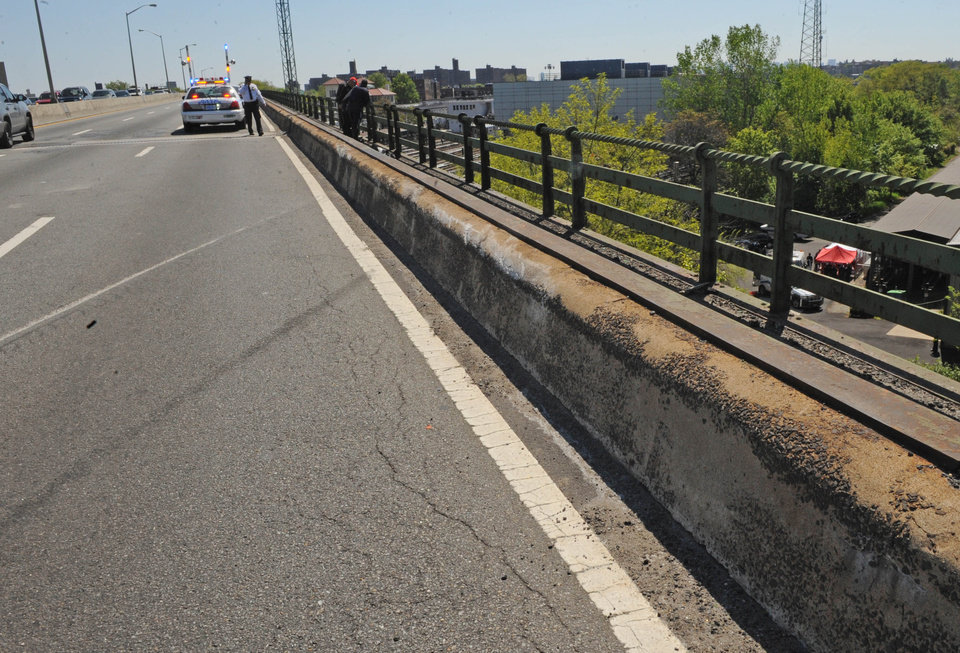 Photo -   Skid marks and a scraped concrete barrier mark the spot where a van carrying seven occupants plunged off the highway to a wooded area below, Sunday April 29, 2012, in New York. Authorities say the out-of-control van plunged off a roadway near the Bronx Zoo, killing seven people, including three children. (AP Photo/ Louis Lanzano)