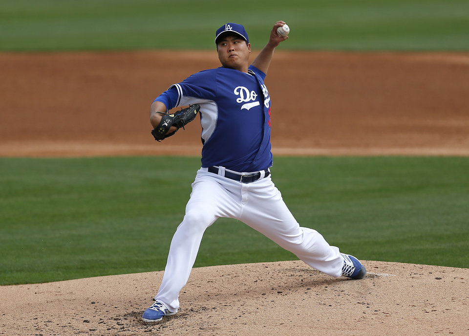 Photo - Los Angeles Dodgers pitcher Hyun-Jin Ryu, of South Korea, throws against the Chicago White Sox during an exhibition baseball game in Glendale, Ariz., Friday, Feb. 28, 2014. (AP Photo/Paul Sancya)
