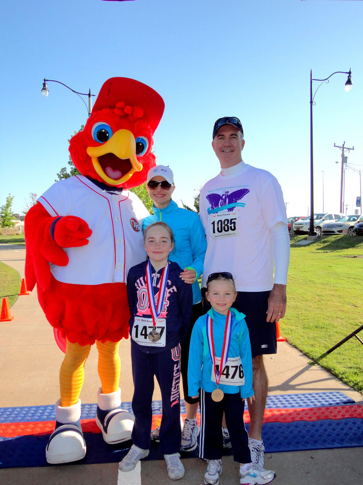 Rowdy the Redhawk poses with with YWCA 2-minute 5K race Chairmen Bryan and Andrea Gonterman and daughters Sophia, 9, left, and Bella, 5. PHOTO BY TIFFANY M. POOLE, FOR THE OKLAHOMAN  <strong></strong>
